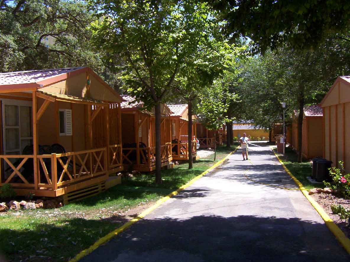 Camping bungalows parcelas y acampada en la costa del - Fotos de bungalows de madera ...